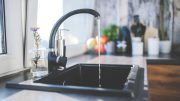 Küchenabdeckung aus Stein oder aus Kunststoff?