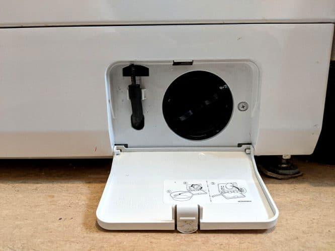 Waschmaschine reparieren - erstmal das Flusensieb checken