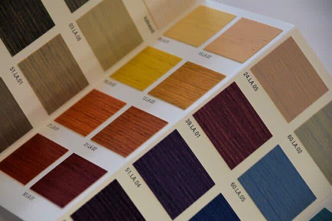 Achten Sie also auf die genaue Bezeichnung der Farbe, Palisander zum Beispiel oder Lärche. Manche Lasuren haben auch Nummern.