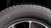 Wenn der Reifen abgefahren ist, schnell einen Blick auf den Code für die Reifengröße!
