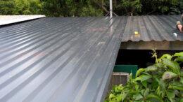 Ein Flachdach aus Trapezblechen - gut geeignet für Schuppen u.ä.