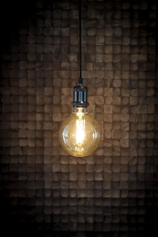 Sieht aus wie eine Glühlampe, ist aber keine ;-)