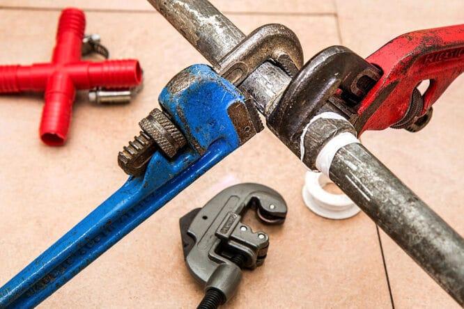Ein undichtes Rohr reparieren können, kann man immer mal brauchen.