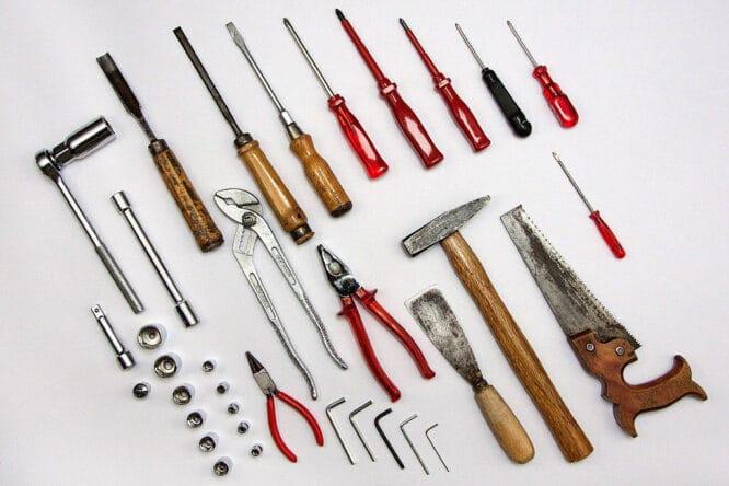 Hammer, Fuchsschwanz, Schraubendreher - Handwerkzeuge, die man immer braucht.